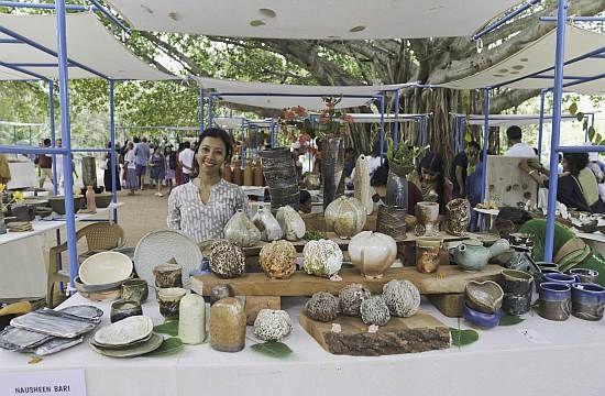 At the pottery market (photo Alessandra)